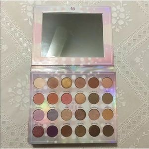 🆕BH Cosmetics Opalescent -24 Color Shadow Palette